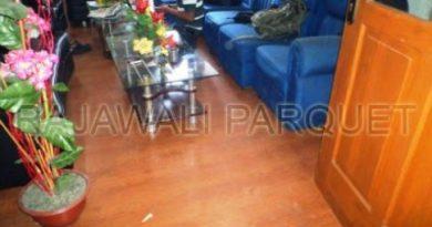 pemasangan laminated lantai kayu