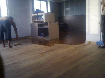 pemasangan lantai kayu Grand Inna Padang 2