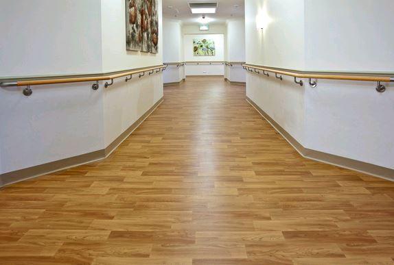 lantai vinyl motfi kayu
