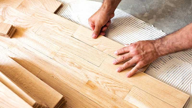 Memasangkan lantai kayu pada ruangan minimalis tidak akan lama