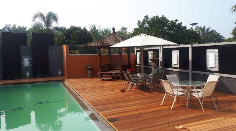 Pemasangan lantai kayu outdoor decking bengkirai rumah pasha ungu bogor