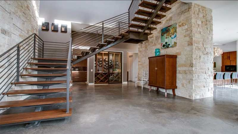 desain tangga kayu industrial