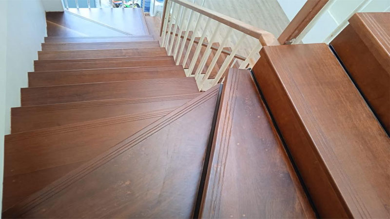 jenis papan kayu untuk tangga minimalis