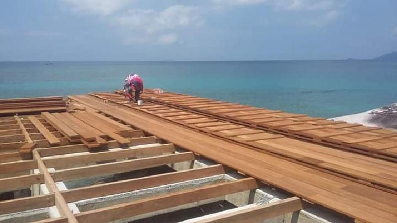lantai kayu dermaga