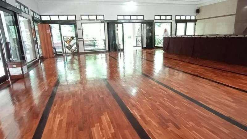 lantai kayu untuk mesjid