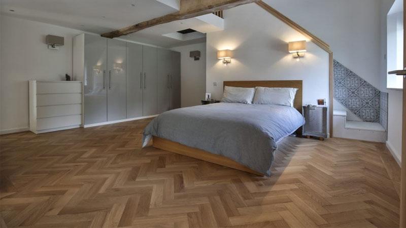 keunggulan menggunakan lantai kayu jati untuk kamar tidur minimalis