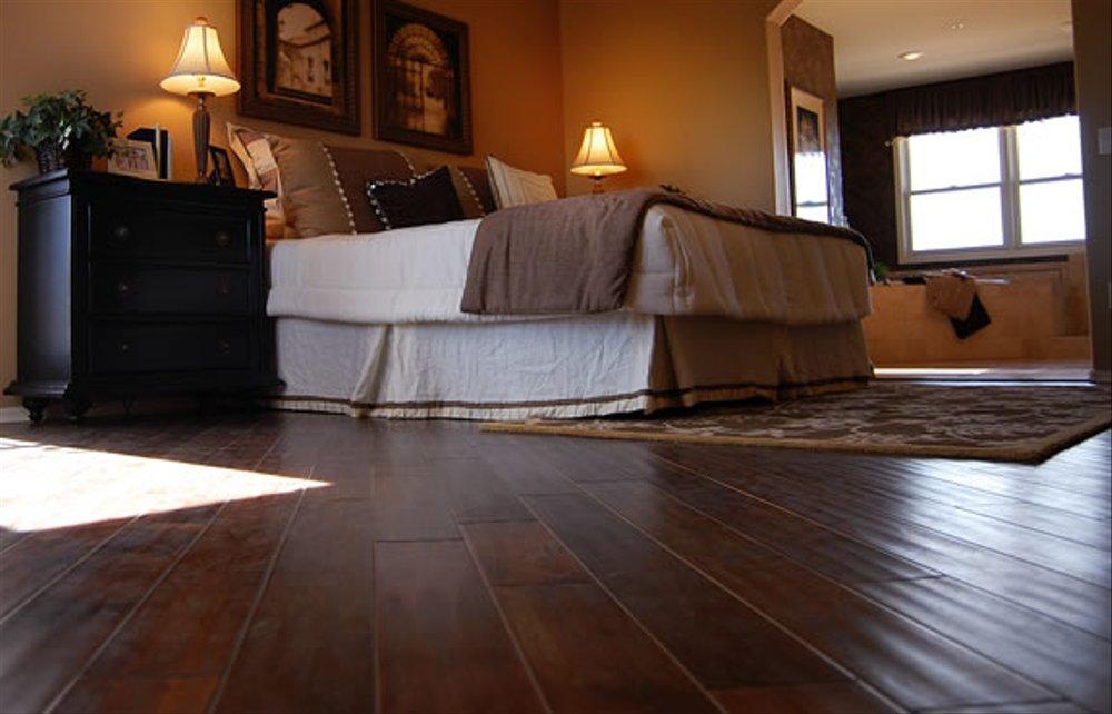 desain dinding kayu untuk hotel