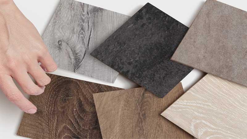 menilai perbedaan kualitas lantai kayu dengan lantai keramik