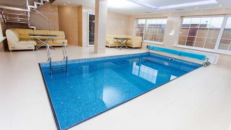 desain kolam renang indoor minimalis