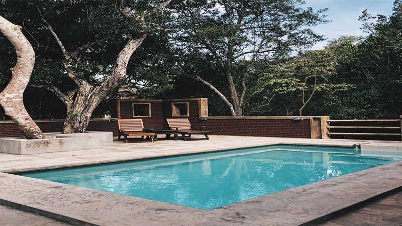 desain kolam renang persegi