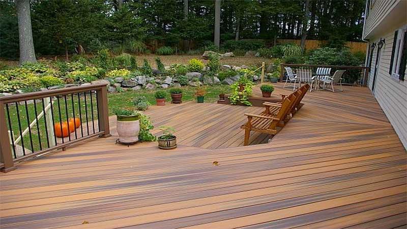 lantai kayu outdoor dapat kita terapkan di taman minimalis