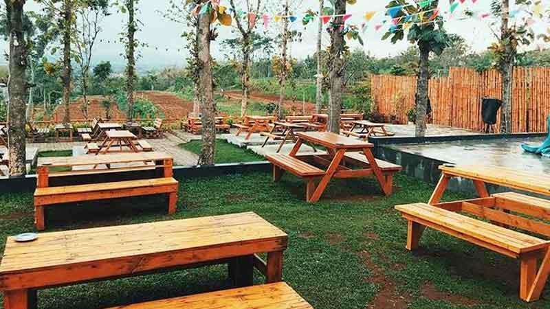 desain cafe outdoor sentuhan alami