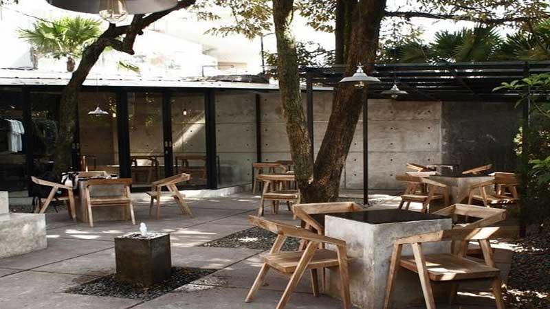 Desain cafe outdoor tema industrial
